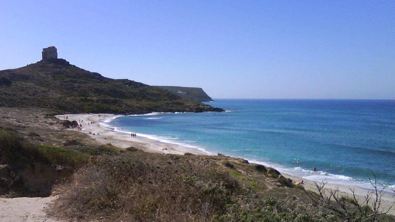 Tharros, spiaggia e torre spagnola nella penisola del Sinis