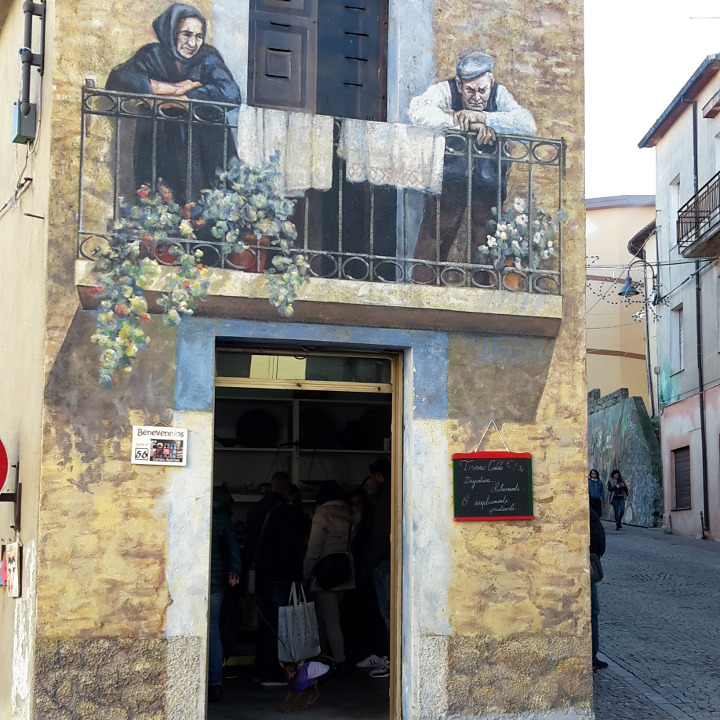 Cortes Apertas and murales in Fonni