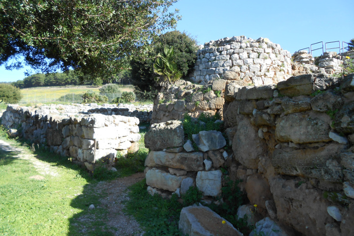 Nuraghe de Palmavera, central structures