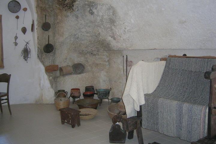 Sedini, interni casa nella roccia