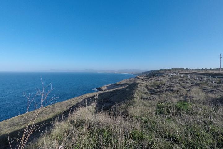 La côte à l'est de Balai