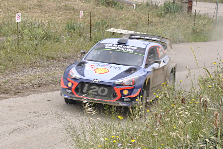 Neuville in action