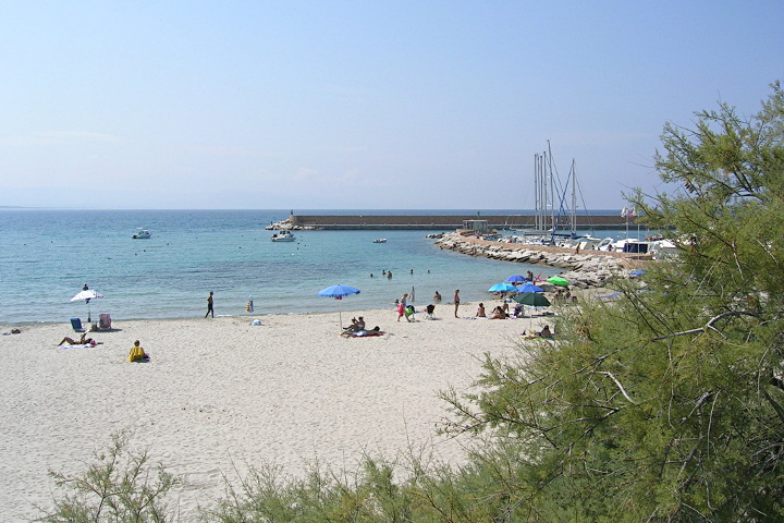 Isola Rossa, harbor beach