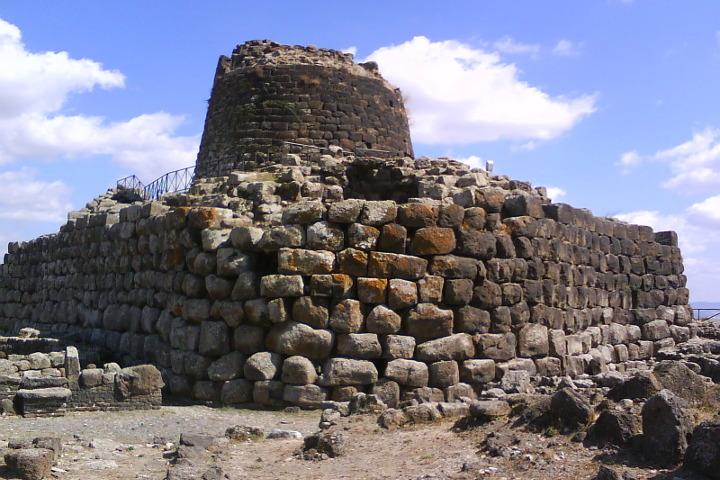Le mura della reggia