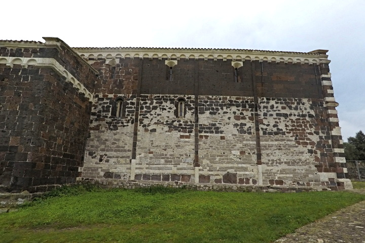 San Pietro del Crocefisso, side view