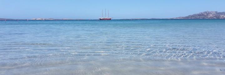 Imbarcazione in lontananza