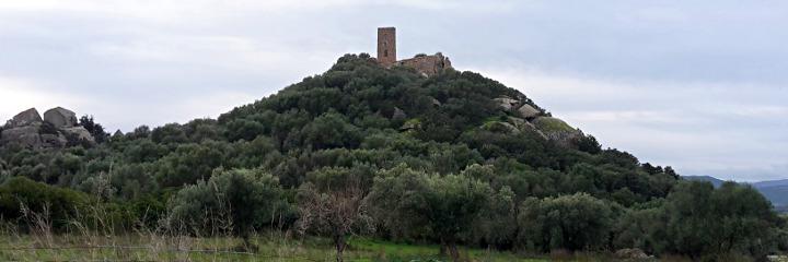 Ancienne forteresse sur un pic