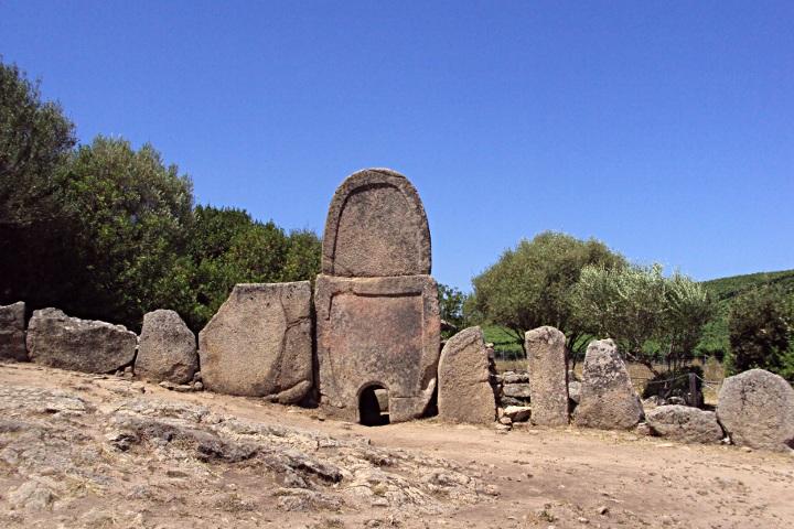 Tomba dei giganti di Coddu Vecchiu