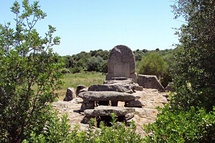 Il sito archeologico di Coddu Vecchiu